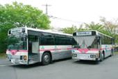 天然ガス燃料、ハイブリットで走るスクールバス