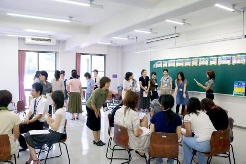 地域の小・中学校の教員対象研修会に学生たちも一緒に参加して学んでいます