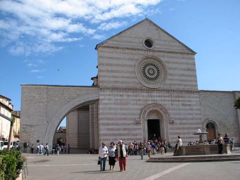 アッシジ、フランチェスコ聖堂と関連修道施設群の画像 p1_12