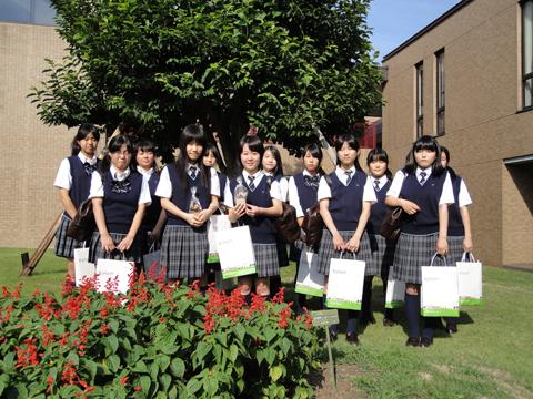 白鵬女子高等学校制服画像